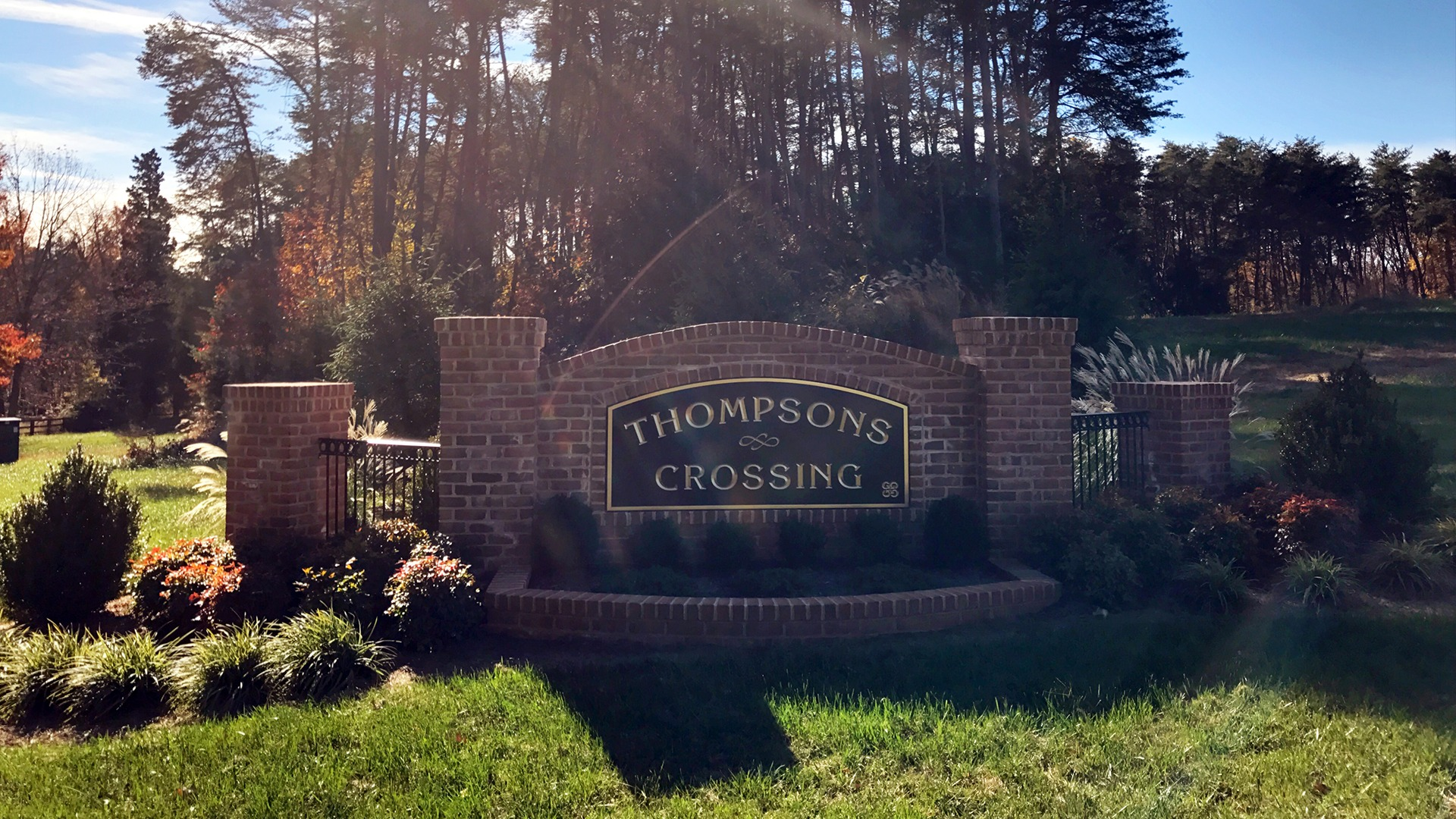 The Thompson's Crossing entrance feature