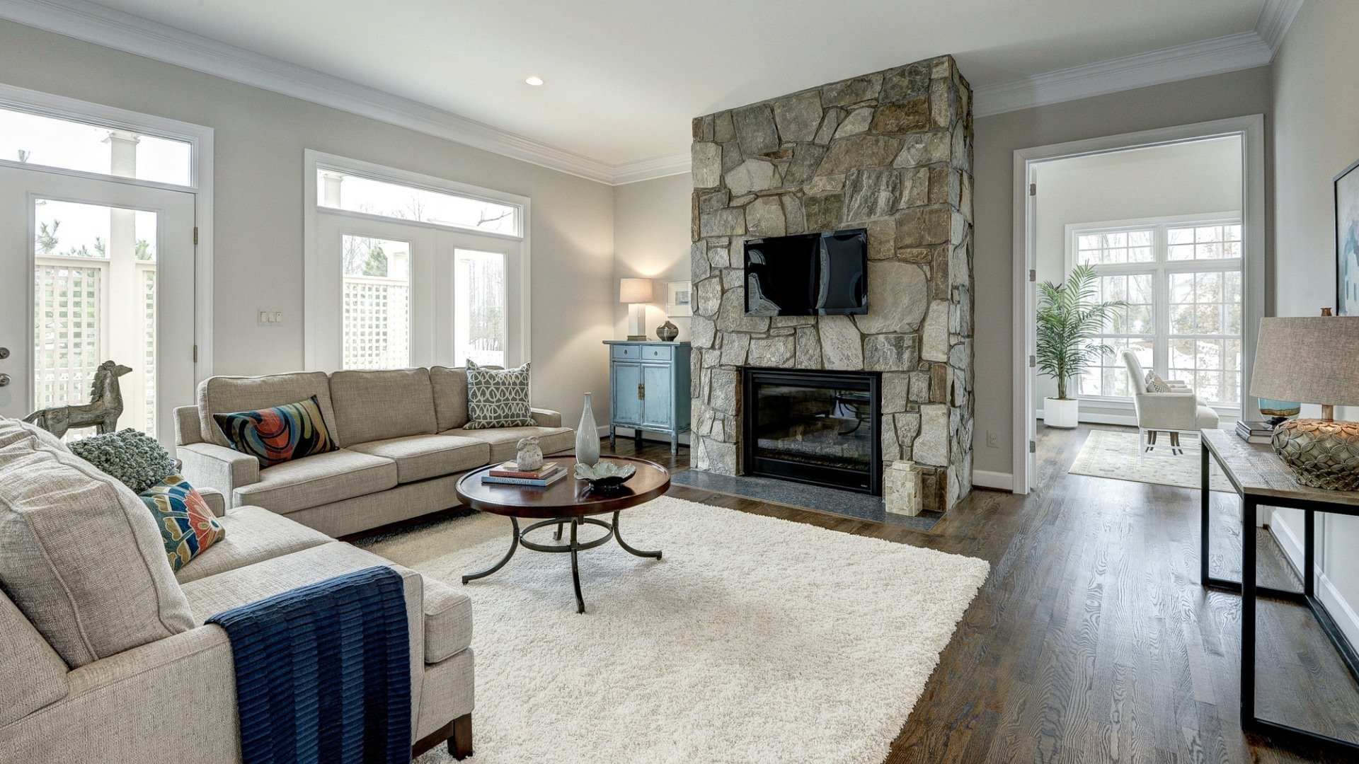 The family room in a Grayson former model home, which may vary somewhat from the home planned at Vale Crest Homesite 5. Some optional features shown. Please see sales manager for details.