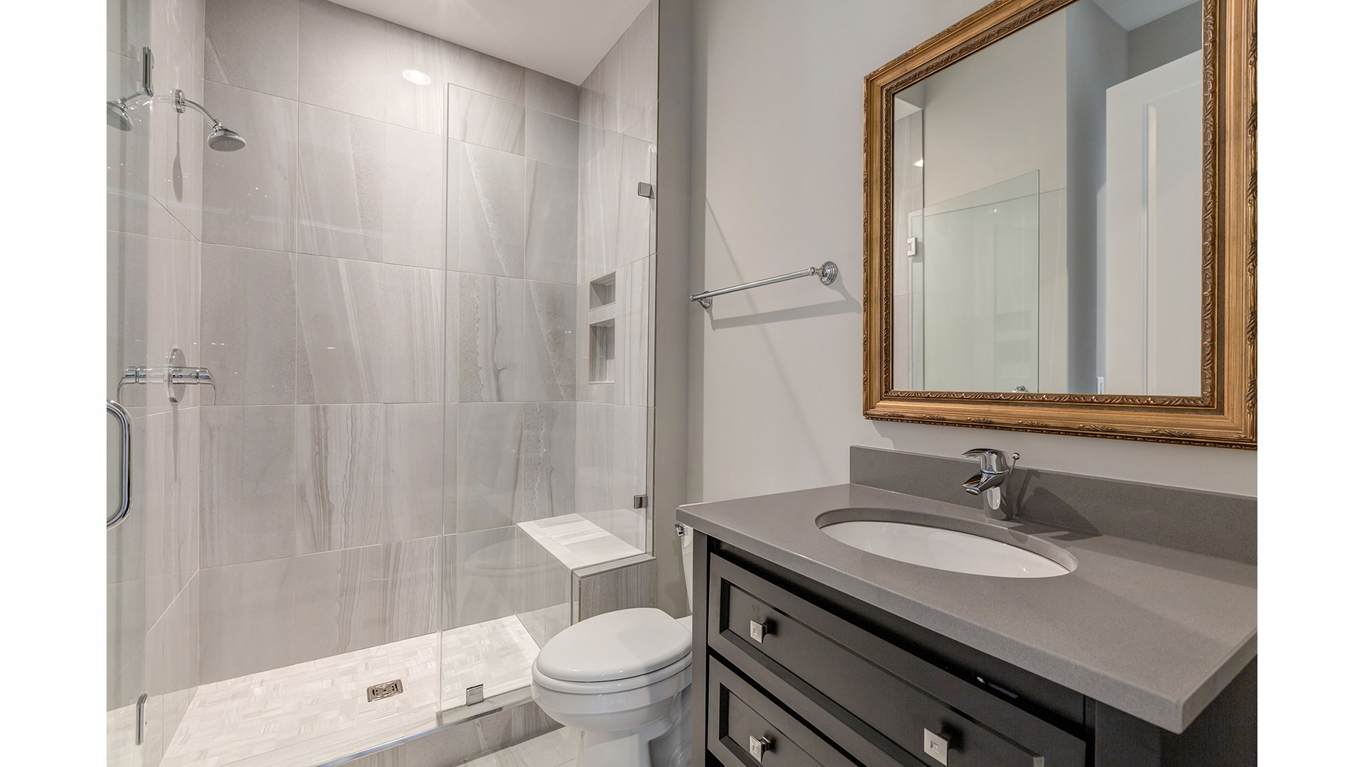 The Main Level Bath in the Winthrop on Lot 4 at Thompson's Crossing.