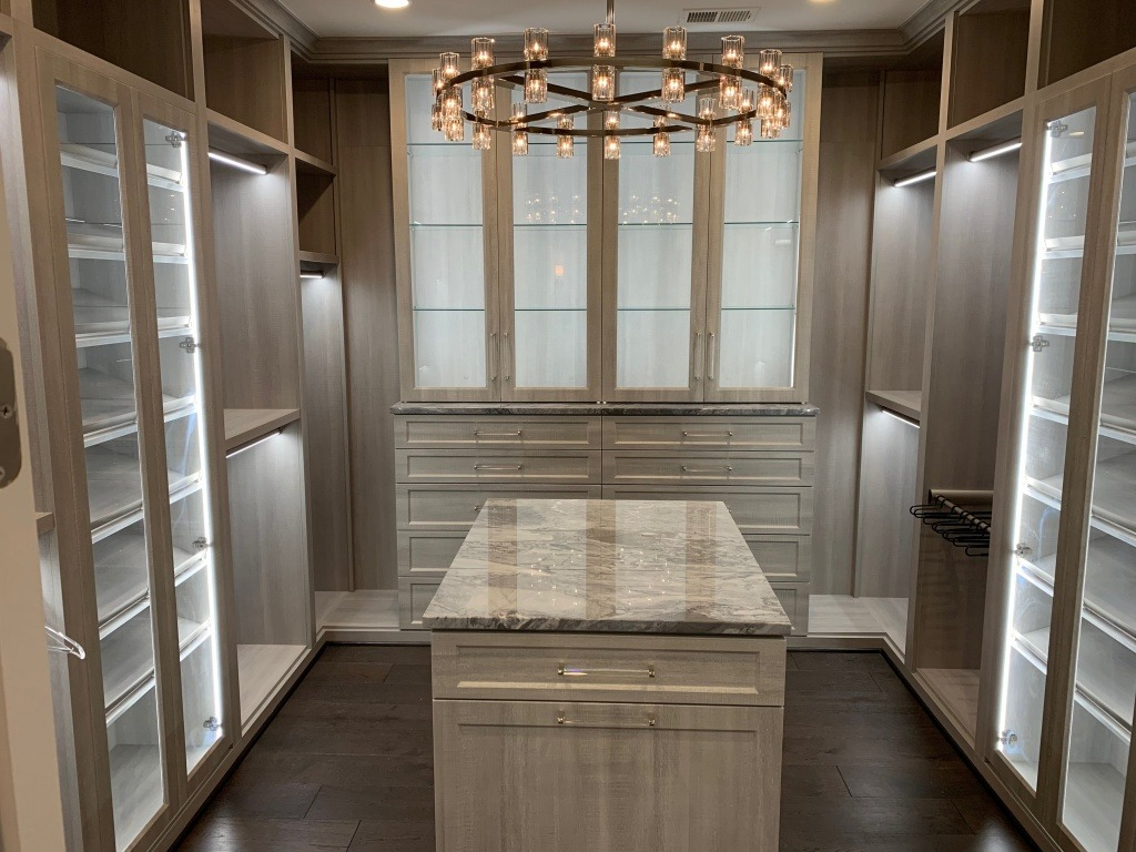 A Deluxe closet from Tailored Living. ©Tailored Living, used with permission.
